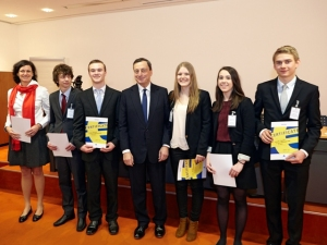 Our winning team in 2013, with Mario Draghi, President of the ECB